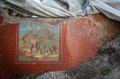Pinturas intactas descobertas em casa soterrada há dois mil anos-image