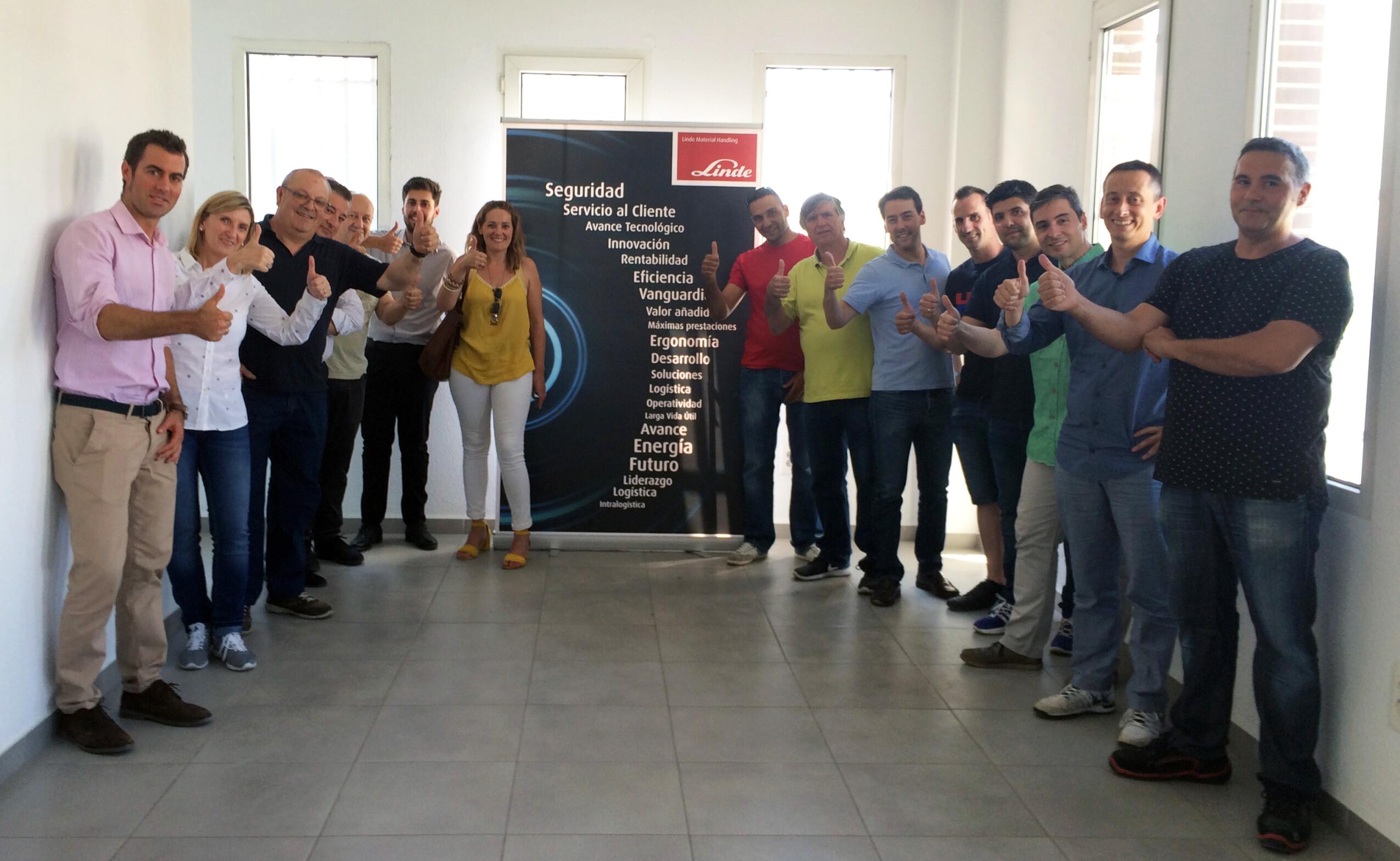 Parte da equipa Linde da Andaluzia Oriental, durante os trabalhos de remodelação das instalações de Granada.