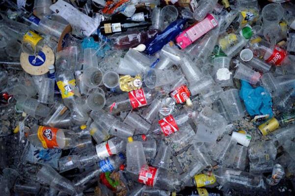 substancia-usada-no-fabrico-de-plastico-pode-causar-cancro-image