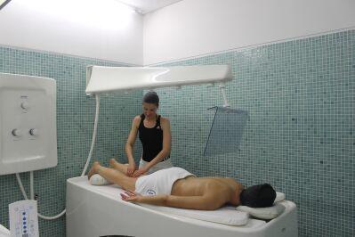 massagem-duche-vichy-no-centro-de-medicina-fisica-e-de-reabilitacao