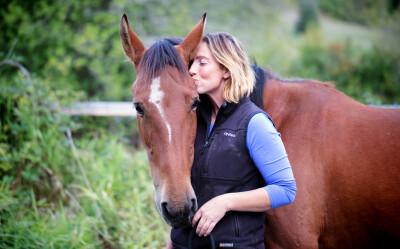 A forma mais lenta do mundo de treinar cavalos: freedom based training